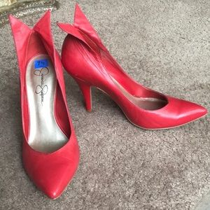 Vintage-looking Red patent pumps with heel tips